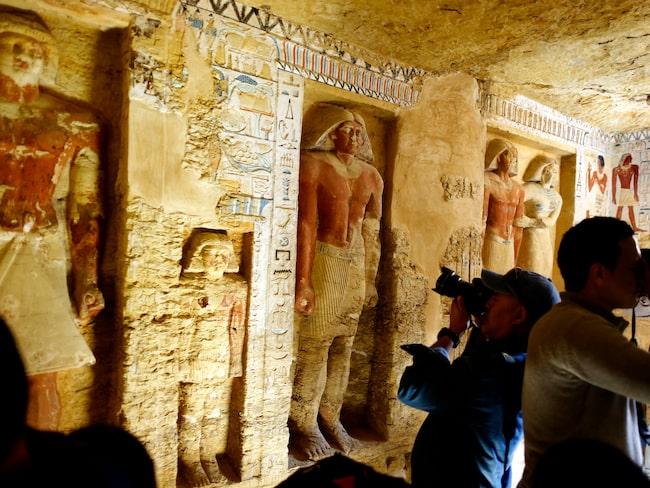 En orörd gravkammare har upptäckts i Sakkara, två mil söder om Kairo.