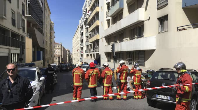 Samtidigt har polisen hittat vapen och stora mängder sprängmedel i männens lägenhet, rapporterar Le Parisien. Foto: Claude Paris / AP TT NYHETSBYRÅN
