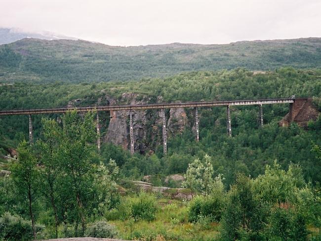 Nya turistsatsningen i Norge. Ofotbanen, som är en del av Malmbanan mellan Luleå och Narvik, är 43 km lång, har 18 tunnlar och löper över 5 broar.