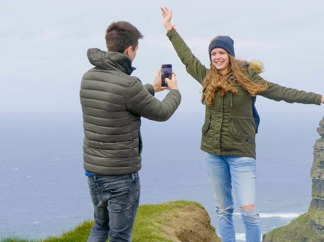 På Irland har flera personer dött vid landets största turistmål, klipporna Cliffs Of Moher.