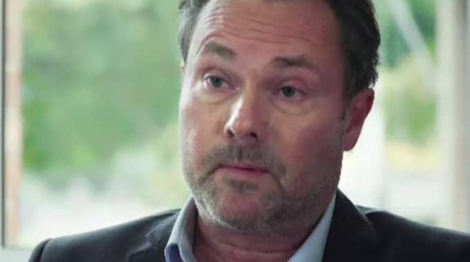 Michael Ivarson, direktör social resursförvaltning, säger att situationen är fruktansvärt tung just nu. Foto: SVT