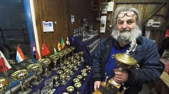 """Hans Elmroth trotsar kritikerna och arrangerar världens största torskfiskefestival för 29:e året i följd. """"Jag har fått veta att jag är både rovfiskare och slaktare"""", säger han. Foto: Stefan Lindblom"""