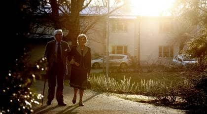 KVAR I KOMMUNEN. Hans och Mona Petersén köade för tre olika platser, men det var till Svalnäs i hemkommunen Danderyd de allra helst ville komma. Foto: Robban Andersson