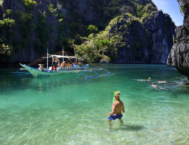 Den sköna vattentemperaturen och det rika djurlivet inbjuder till långa snorklingsturer eller dyk.