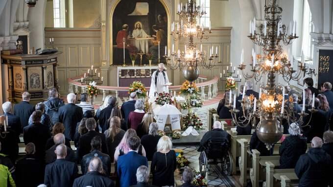 Begravningsgudtjänsten i STiby kyrka var välbesökt. Foto: TOMAS LEPRINCE
