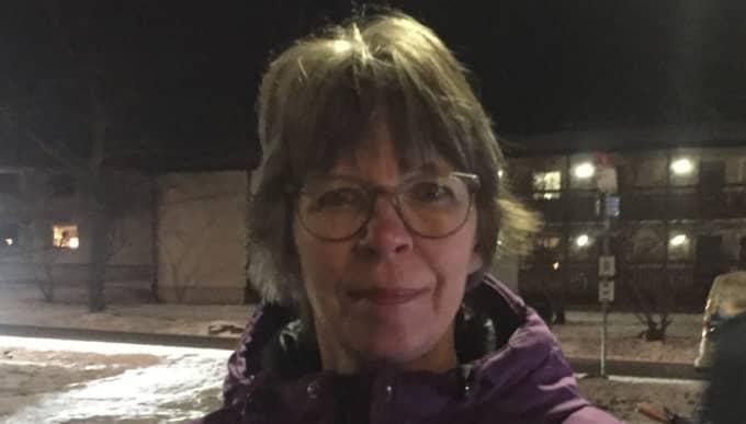 """Kerstin Lundegård, 57 bor tvärs över gatan från det planerade boendet. Hon är inte orolig för boendet: """"Det var dålig information från kommunen"""" Foto: Mimmi Nilsson"""