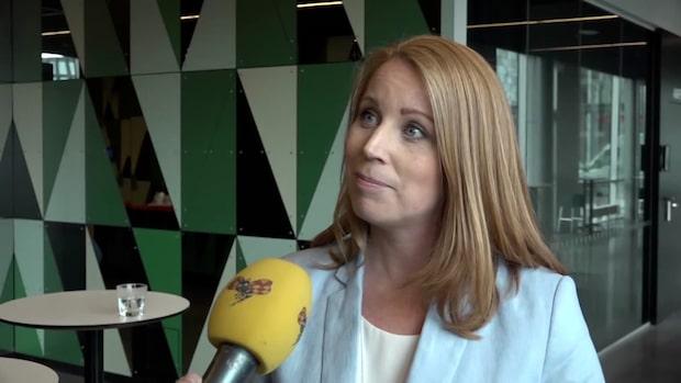 Annie Lööf avvaktar besked om Annika Strandhäll