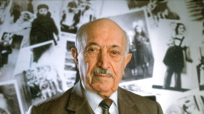 Efter att ha överlevt Förintelsen ägnade Simon Wiesenthal resten av sitt liv åt att lokalisera nazistiska krigsförbrytare för att ställa dem inför rätta. Han avled 2005. Foto: Jim Mendenhall / AP SIMON WIESENTHAL CENTER