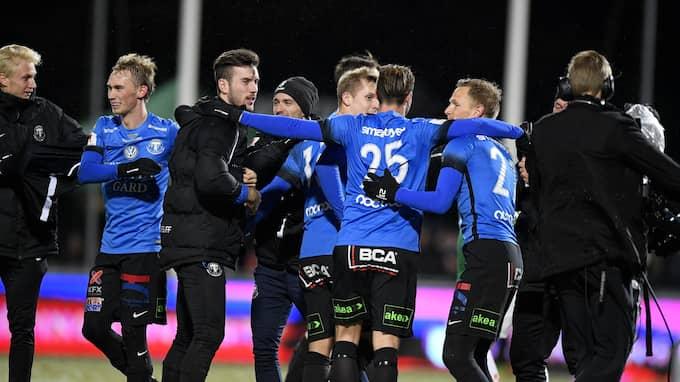 Trelleborgs FF firar avancemanget till allsvenskan. Foto: MIKAEL FRITZON/TT