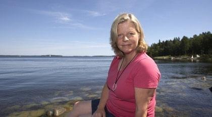 TAPPADE HÅRET. Eva Sartorius, 48, från Stockholm började plötsligt att tappa hår. Det visade sig att hon led av sjukdomen hypotyreos. Det är vanligt att sjukdomar ger symptom på naglar, hår och hud.