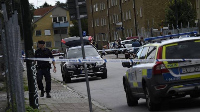 Det var i samband med ett butiksrån som två män blev skjutna i fötter och ben. Foto: Jens Christian