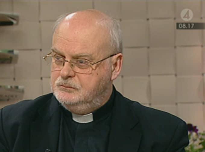 I inget fall vidtas någon åtgärd - och biskopen Anders Arborelius sitter kvar på sin post efter kritiken om att han mörkade en av anmälningarna. - Utredningen har belyst min roll i det här och kommit fram till att jag hamnade i ett missförstånd, säger han i Nyhetsmorgon.