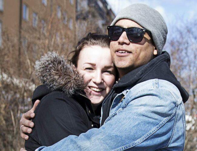 <strong>Johanna Engdahl Nilsson, 21, danslärare/butiksbiträde:</strong><br>- Solen gör mig glad. Vi blev ihop i februari och visst känns det roligare och lämpligare att bli ihop under våren än i november.<br><strong>Eddie Sjöberg, 23, student och mekaniker:</strong><br>- Lite mer energi och gladare. Lättare att gå ut på promenader och visst får man vårkänsla för varandra.