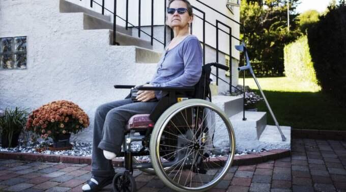 Ann-Britt Nilsson, 56, tvingades amputera sitt ben, nu anmäler hon sjukhuset för att de inte tagit hennes problem på allvar. Foto: Jan Wiriden
