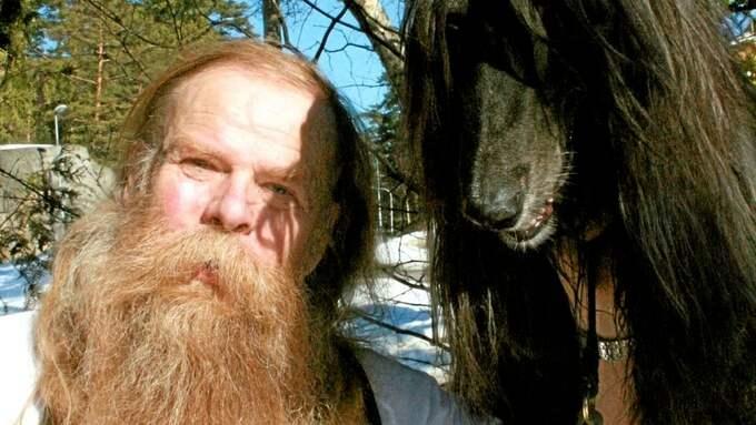 Anders Junkergård, 57, drabbades av en aggressiv prostatacancer för tre år sedan. I dag har värdena normaliserats och han kan fortsätta att ägna sig åt sitt stora intresse – hundar. Foto: Privat