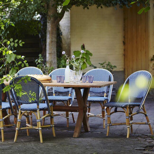 Stolar och bord från Sika Design. Klicka på plustecknet för att handla hos LEVA&BO Shopping.