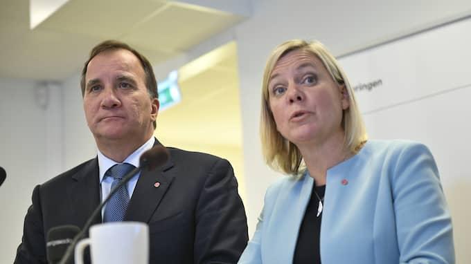 Stefan Löfven och Magdalena Andersson håller presskonferens i PRO:s lokaler i Handen i eftermiddag. Foto: VILHELM STOKSTAD/TT / TT NYHETSBYRÅN