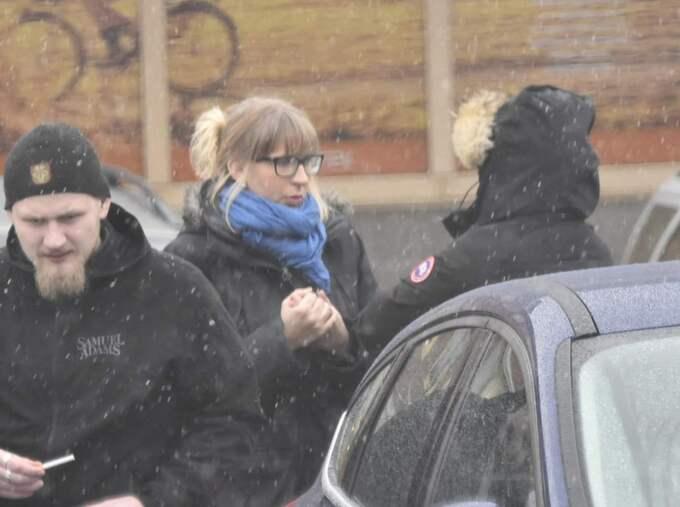 Emma Karlsson var på plats när ett 40-tal nazister från hela landet samlades i Stuvsta centrum.
