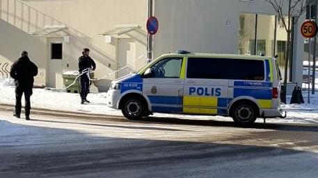 Man skjuten med flera skott av polis i Svedmyra