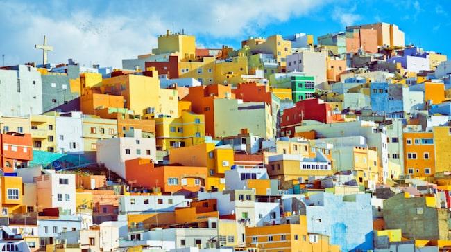 Lev härligt (och färgglatt) storstadsliv i Las Palmas eller testa en lugnare pärla som Puerto de Mogán.