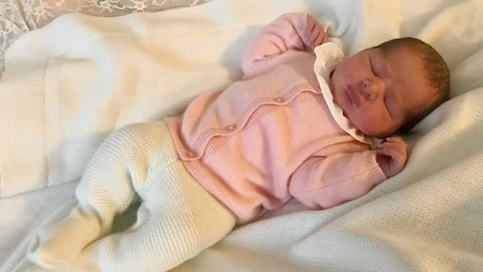 Adrienne Josephine Alice föddes den 9 mars. På måndagen meddelade morfar kungen att prinsessan blir hertiginna av Blekinge – landskapets första. Foto: PHOTO@ROYALCOURT.SE / PHOTO@ROYALCOURT.SE