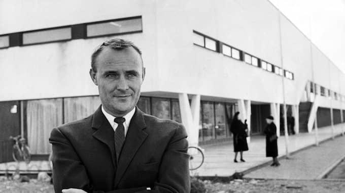 Ingvar Kamprad utanför varuhuset i Älmhult, 1963. Foto: JAN ERIK ANDERSSON / STENBERGS / STENBERGS BILDER TT NYHETSBYRÅN