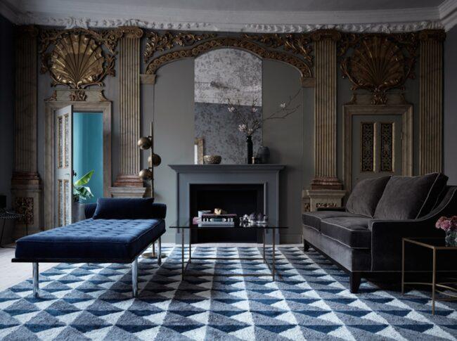 <span>Grafiska mönster är en fortsatt het trend för mattor. Här en från svenska Layered i blått. </span>