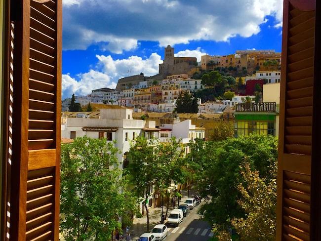 Utsikt från vackra Gran Hotel Montesol i Ibiza stad.