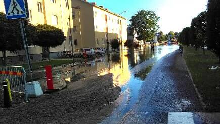 Stora delar av Norra vägen i Kalmar fylldes med vatten. Foto: Helmuth Petersson