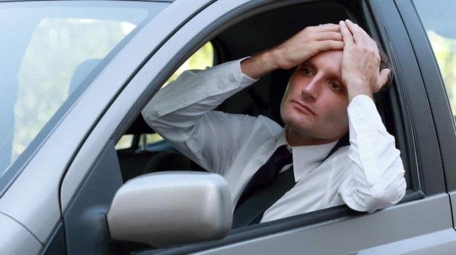 Att ta sig i ansiktet kan vara ett tecken på trötthet.