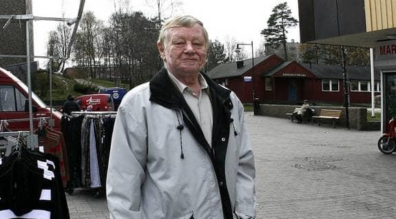 GT tog med Göran Johansson till Hammarkullen, den stadsdel i Göteborg som har flest irakiska invandrare. Där är Göran lika populär som i övriga Göteborg. Alla ville tala med honom från handlarna och skolbarnen till folk som fick syn på honom på torget. Foto: LEIF JACOBSSON