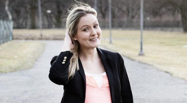 """""""SKÖNT ATT KÄNNA SIG FIN"""" Natalie Brocker, 27, fick bukt med sina hudproblemgenom att låta huden vila. Nu undviker hon produkter med alkohol och parabener. """"Det är så skönt att få känna sig lite fin i hyn""""."""