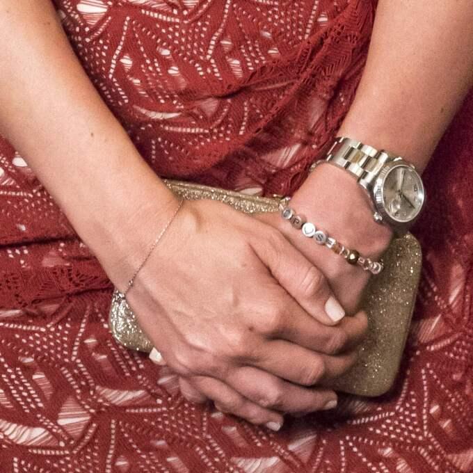 """På det pärlade armbandet står det """"CP Foto: Pelle T Nilsson/All over press"""
