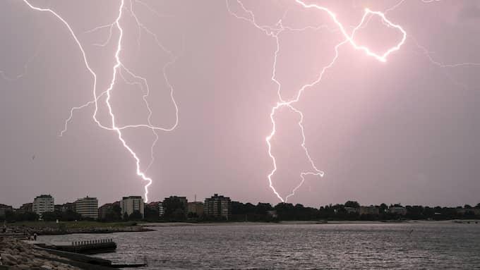 Det kan bli kraftiga regnmängder och åska i Sydsverige under framför allt lördagen. Foto: JOHAN NILSSON/TT / TT NYHETSBYRÅN