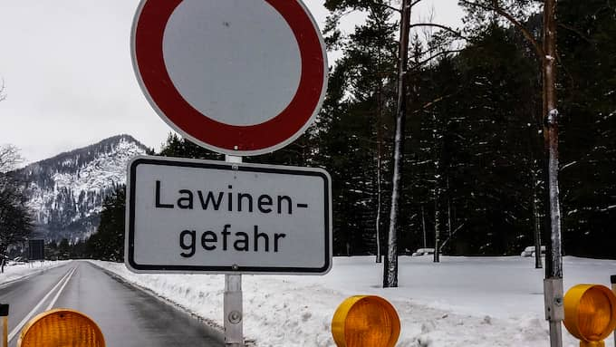 Efter snökaos i Alperna råder nu stor lavinfara. Foto: Niklas Henrikczon