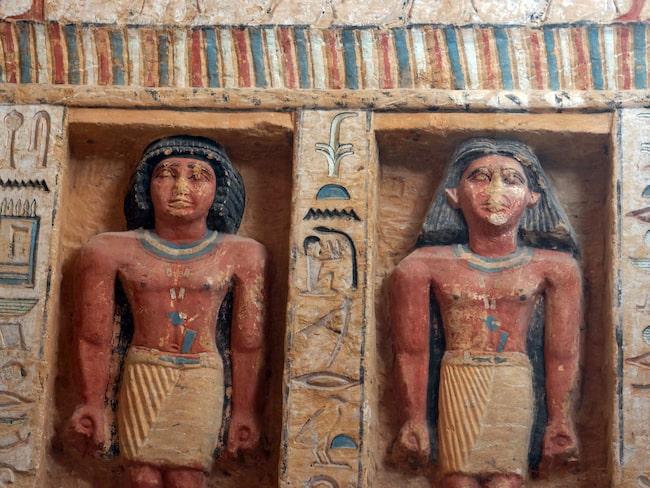 I kammaren finns 24 statyer som är över 4 000 år gammal.