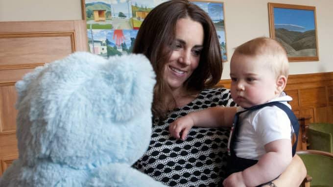 Kate Middleton tillsammans med storebror prins George.