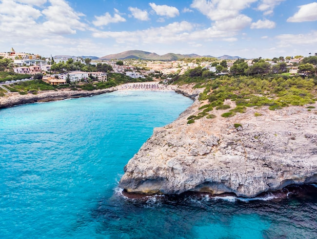I den här vackra miljön, Porto Cristo på Mallorca, öppnar det första hotellet i Spanien bara för kvinnor.