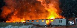 JUST NU: Storbrand i  ladugård med 200 djur