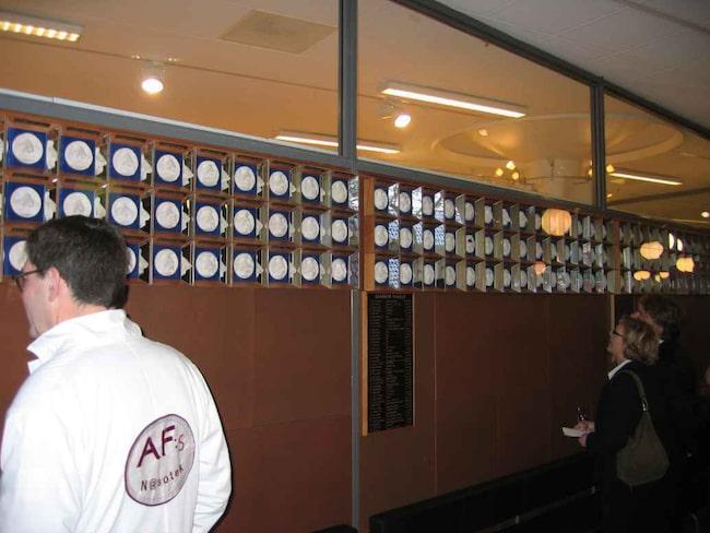 <span>Nasoteket, Lunds universitet. Det var Hasse Alfredson som startade samlingen av stjärnors avgjutna näsor. <br></span>