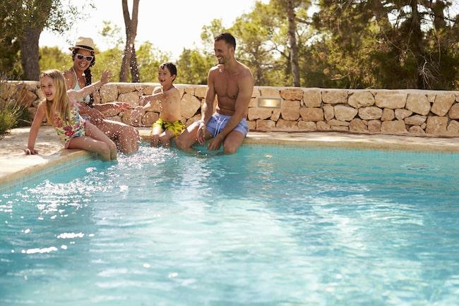 Njut av en privat villa med pool och slipp leta efter en ledig solstol.