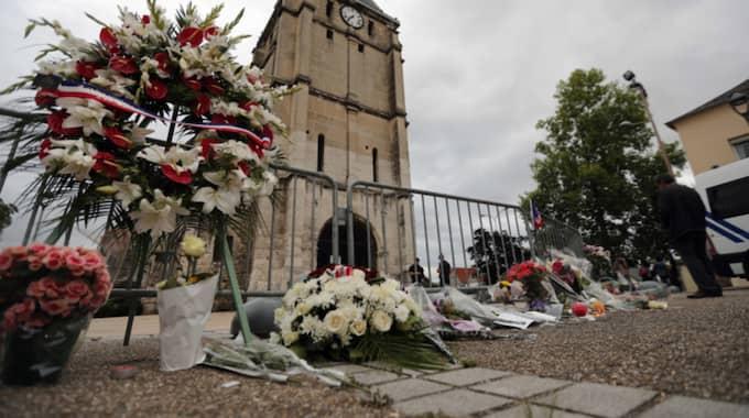 Senast i tisdags dödades en präst i Frankrike av en terrorist som hade fotboja efter att ha försökt resa till Syrien. Foto: Francois Mori / AP TT NYHETSBYRÅN