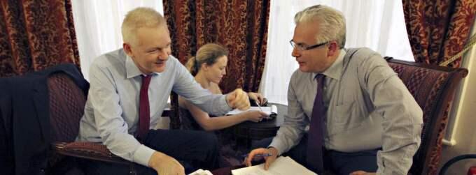 Julian Assange förbereder sig inför talet på Ecuadors ambassad. Foto: Sean Dempsey
