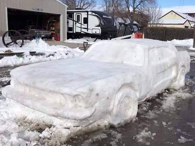 Vissa bygger snögubbar, andra tar det steget längre.