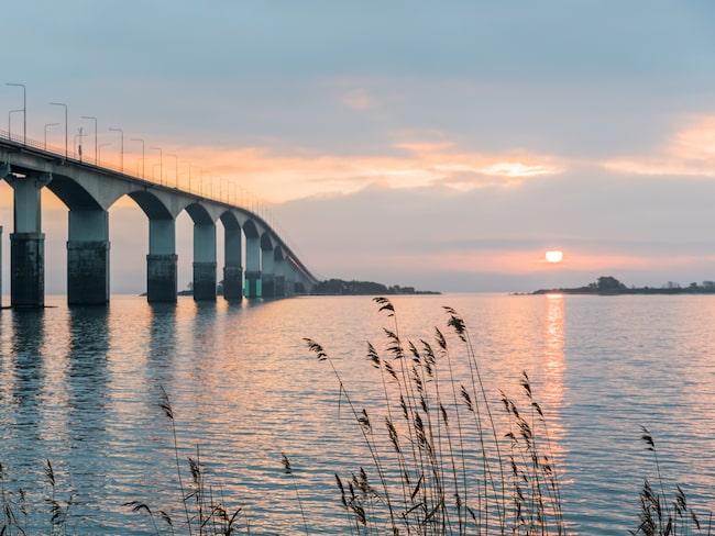 Soluppgång över Ölandsbron och Sveriges minsta landskap.