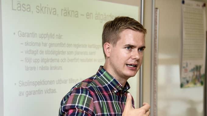 """""""Det här är den bästa dagen hittills i mitt politiska liv,"""" säger utbildningsminister Gustav Fridolin. Foto: ANDERS WIKLUND/TT"""