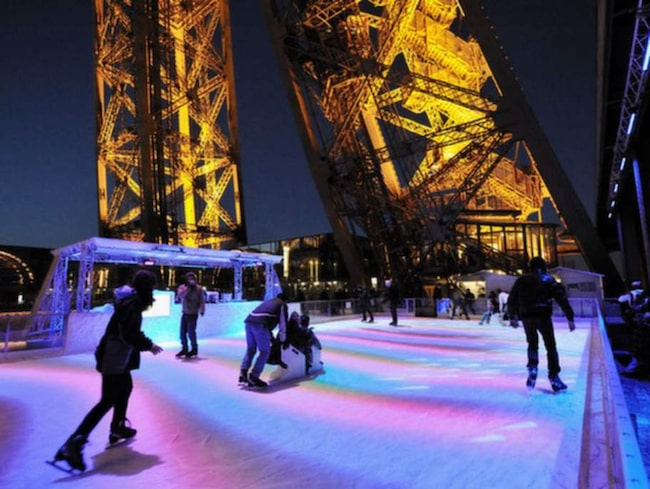 Jo, det går faktiskt att åka skridskor i Eiffeltornet. Närmare bestämt på tornets nedre observationsdäck, 57 meter ovan mark.