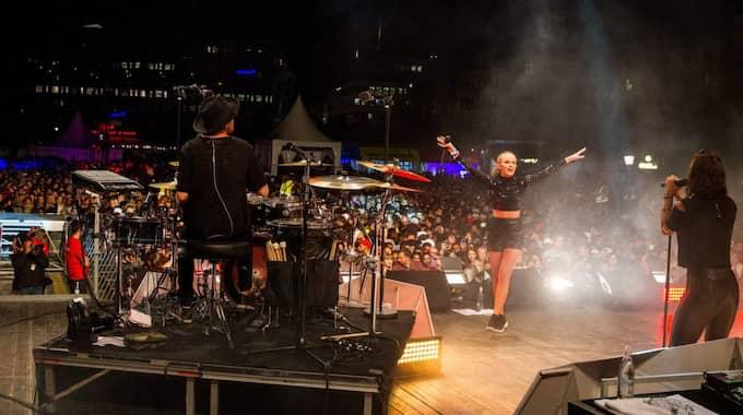 Artisten Zara Larsson var en av de som uppträdde under ungdomsfestivalen. Foto: Alexander Tillheden