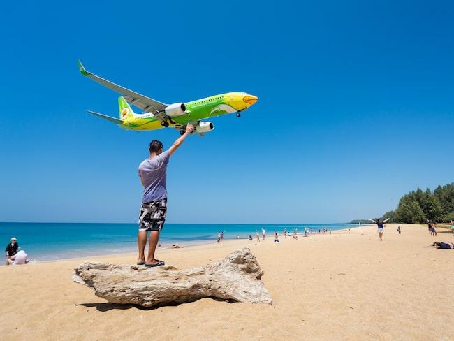 Nu spärras stranden vid flygplatsen av för turister.