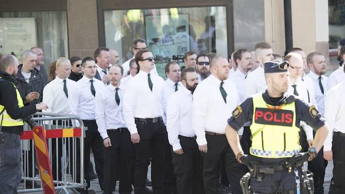 Nazisitiska Nordiska motståndsrörelsen demonstrerar i Falun. Foto: SVEN LINDWALL